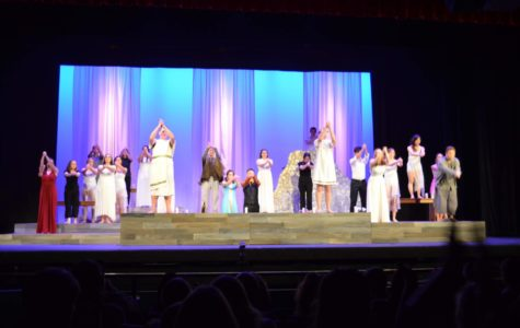 Metamorphoses actors bow at the end of the performance